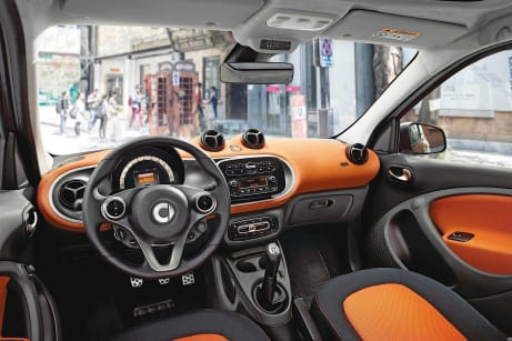 drive allows the smart forfour to be exceedingly compact. Its size coupled with the Direct-Steer system creates the smallest turning circle in its class